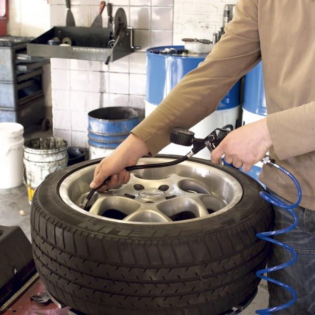 ATM1041 plnič pneumatík s manometrom 0-8 bar