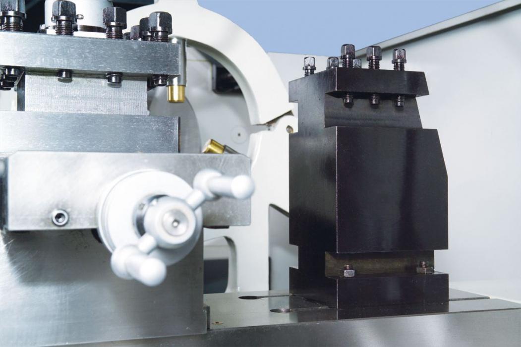 SPI-1500 univerzálny sústruh na kov s dig. odmeriavaním