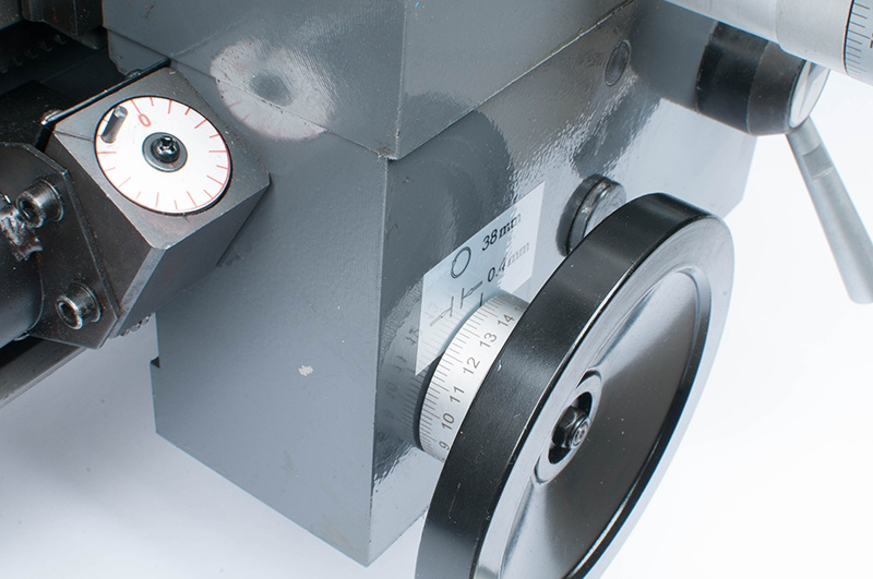 SPB-700/400 sustruh na kov